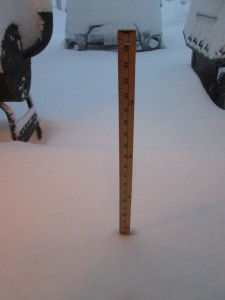17 inches of snow measured by my yardstick